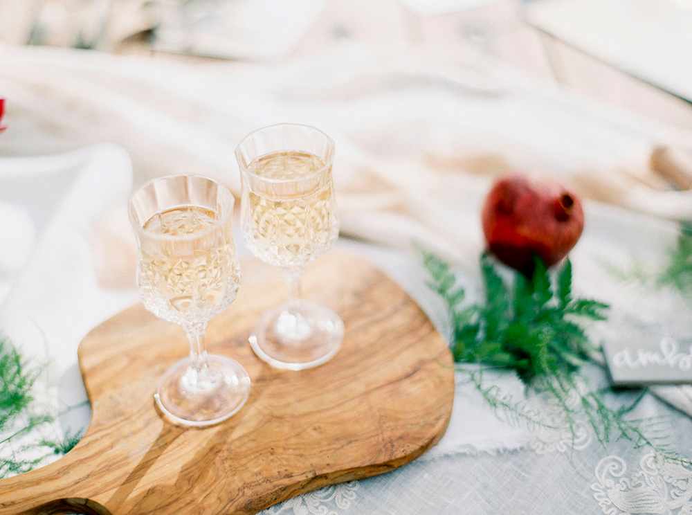 wedding drinks - photo by Amanda Lenhardt https://ruffledblog.com/relaxed-san-juan-capistrano-wedding-inspiration