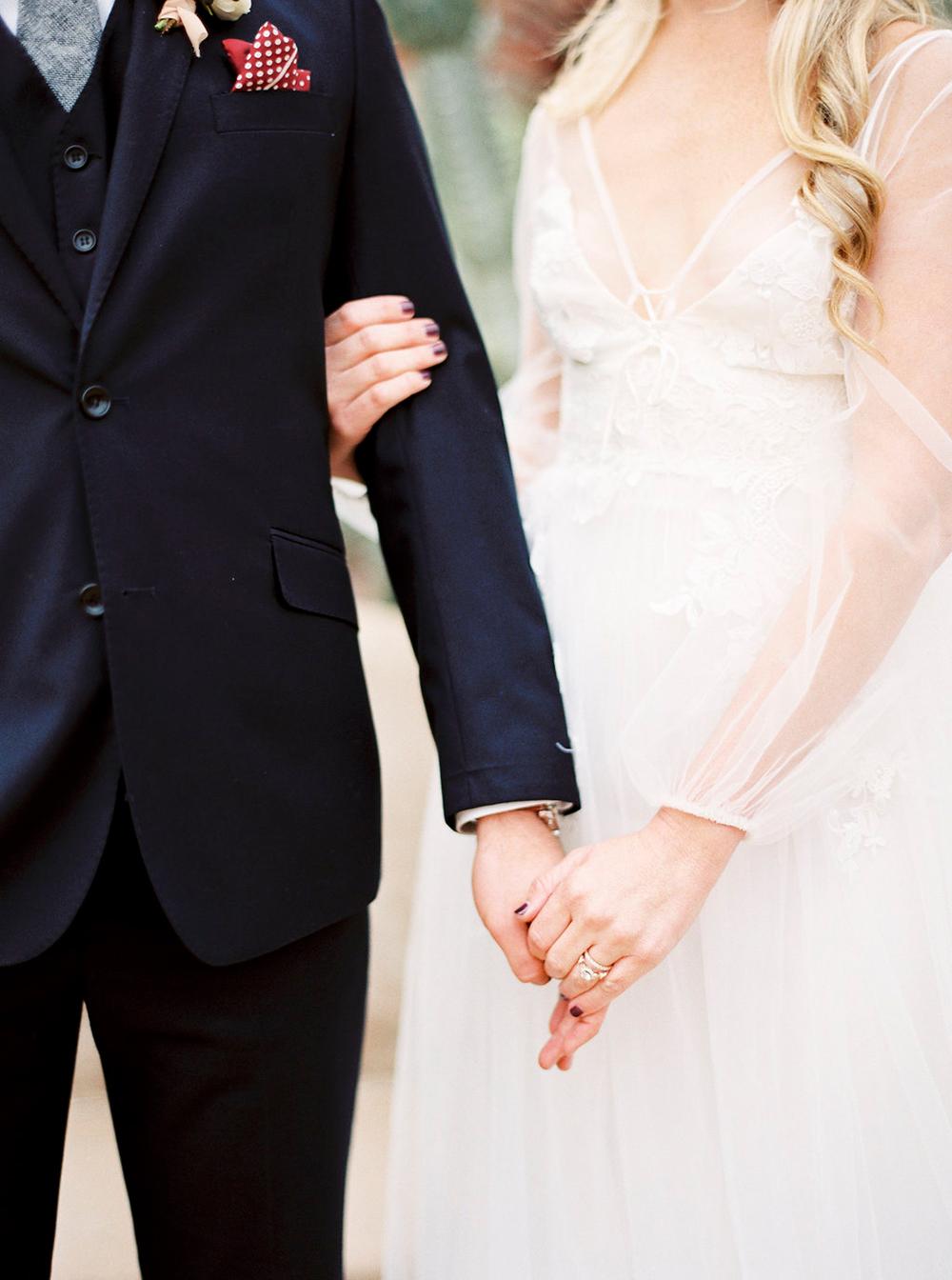 wedding fashion - photo by Amanda Lenhardt https://ruffledblog.com/relaxed-san-juan-capistrano-wedding-inspiration