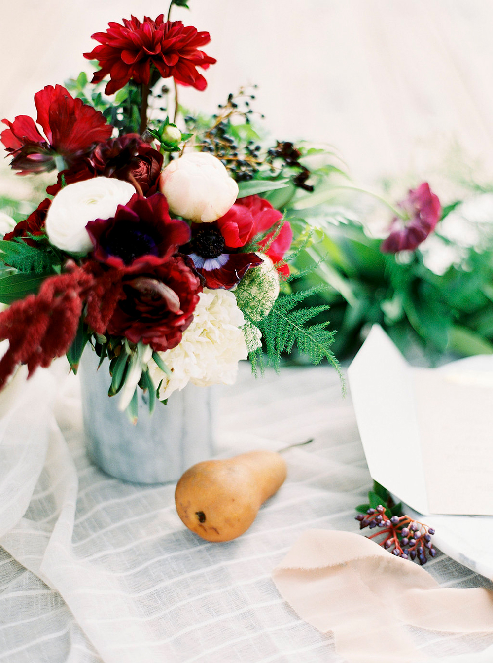wedding decor - photo by Amanda Lenhardt https://ruffledblog.com/relaxed-san-juan-capistrano-wedding-inspiration