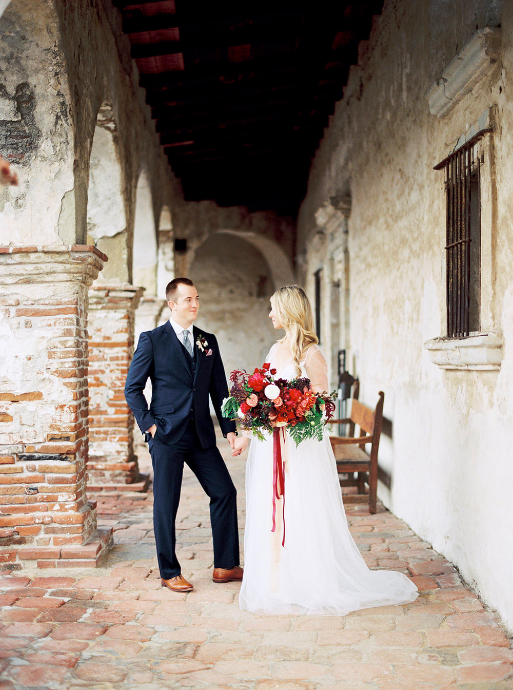 wedding inspiration - photo by Amanda Lenhardt https://ruffledblog.com/relaxed-san-juan-capistrano-wedding-inspiration