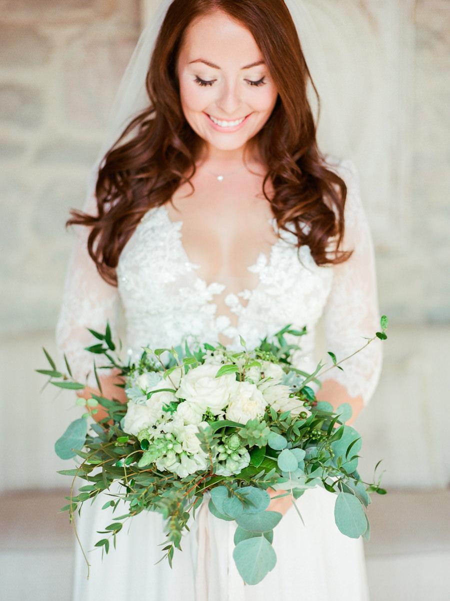 green and white bouquets - photo by Kylee Yee https://ruffledblog.com/romantic-al-fresco-wedding-in-tuscany