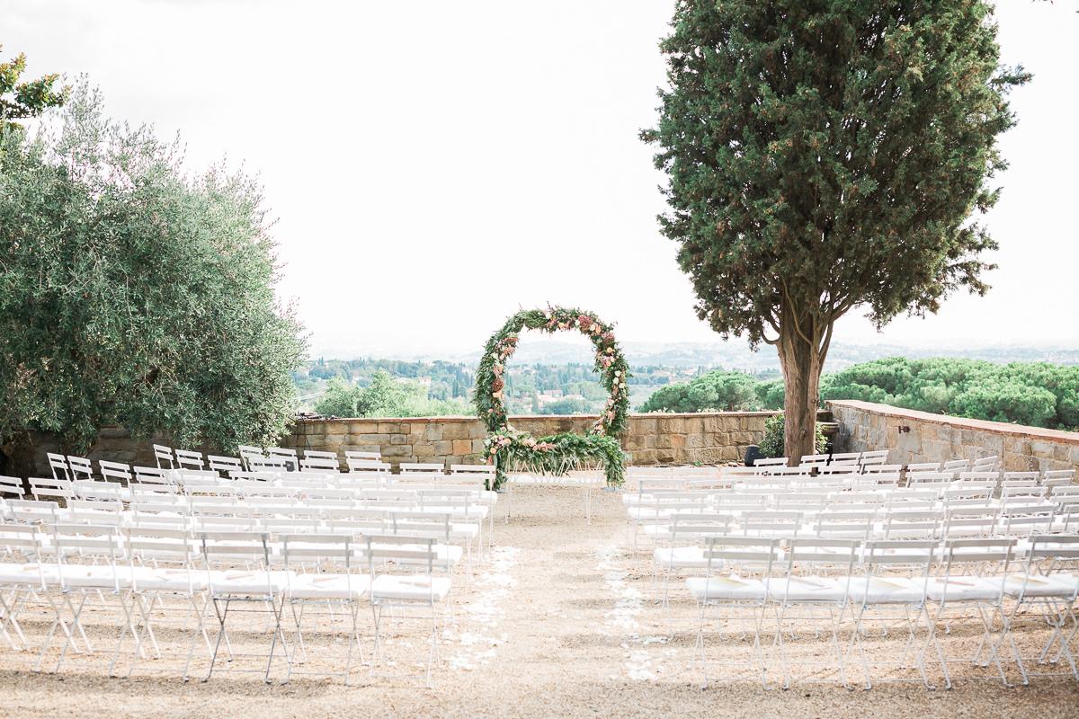 ceremony decor - photo by Kylee Yee https://ruffledblog.com/romantic-al-fresco-wedding-in-tuscany