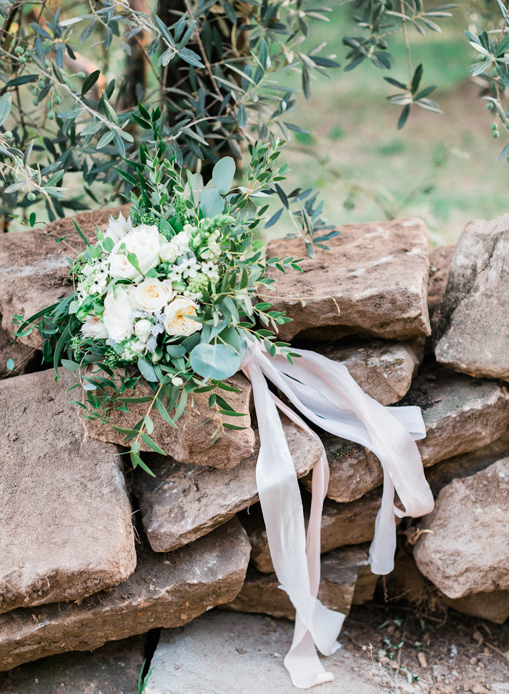 wedding bouquets - photo by Kylee Yee https://ruffledblog.com/romantic-al-fresco-wedding-in-tuscany