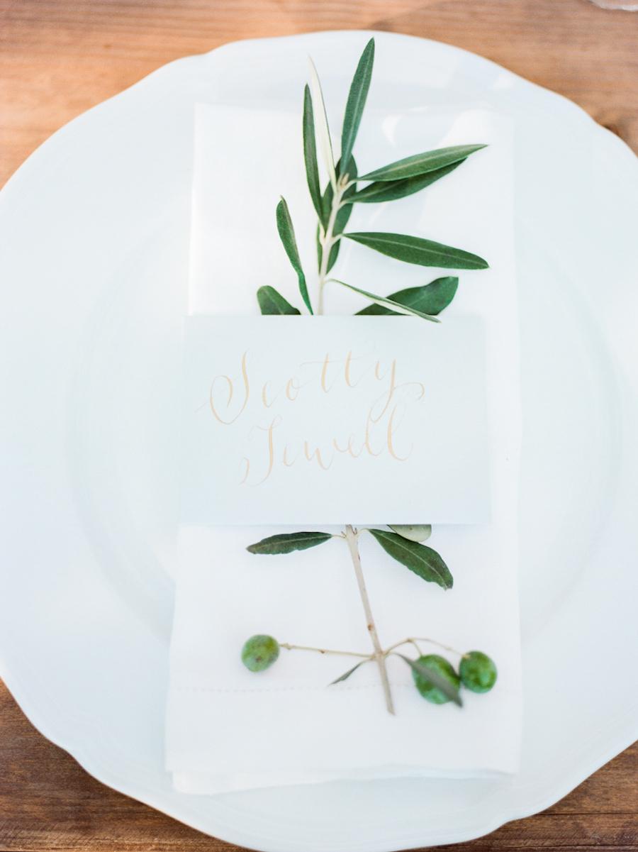 simple place settings - photo by Kylee Yee http://ruffledblog.com/romantic-al-fresco-wedding-in-tuscany