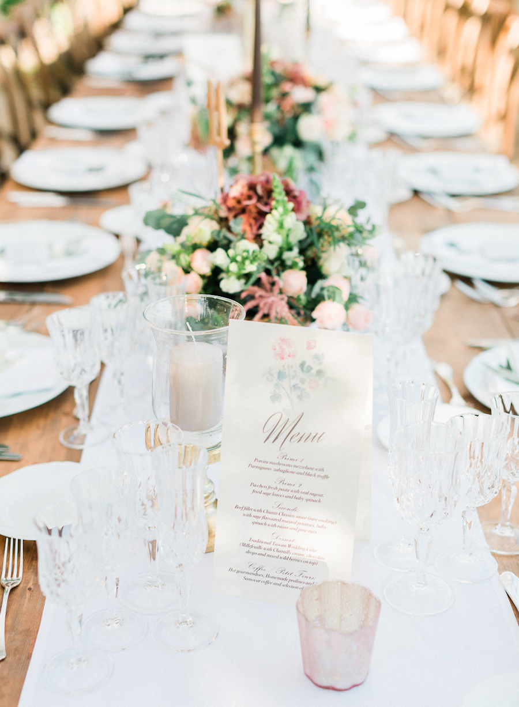 romantic tablescapes - photo by Kylee Yee https://ruffledblog.com/romantic-al-fresco-wedding-in-tuscany