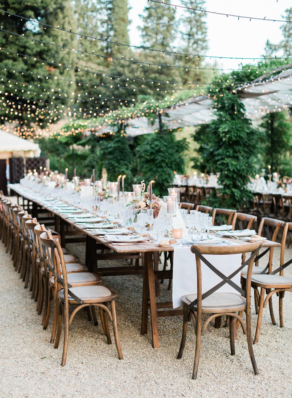 wedding tables - photo by Kylee Yee https://ruffledblog.com/romantic-al-fresco-wedding-in-tuscany