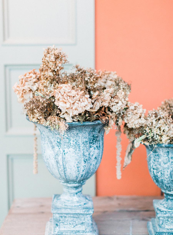 wedding flowers - photo by Kylee Yee https://ruffledblog.com/romantic-al-fresco-wedding-in-tuscany