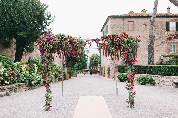 amaranthus wedding arches - photo by Lisa Poggi https://ruffledblog.com/romantic-black-tie-wedding-in-tuscany
