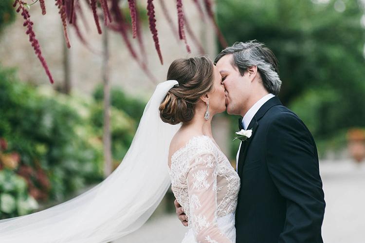 ceremony kiss - photo by Lisa Poggi https://ruffledblog.com/romantic-black-tie-wedding-in-tuscany