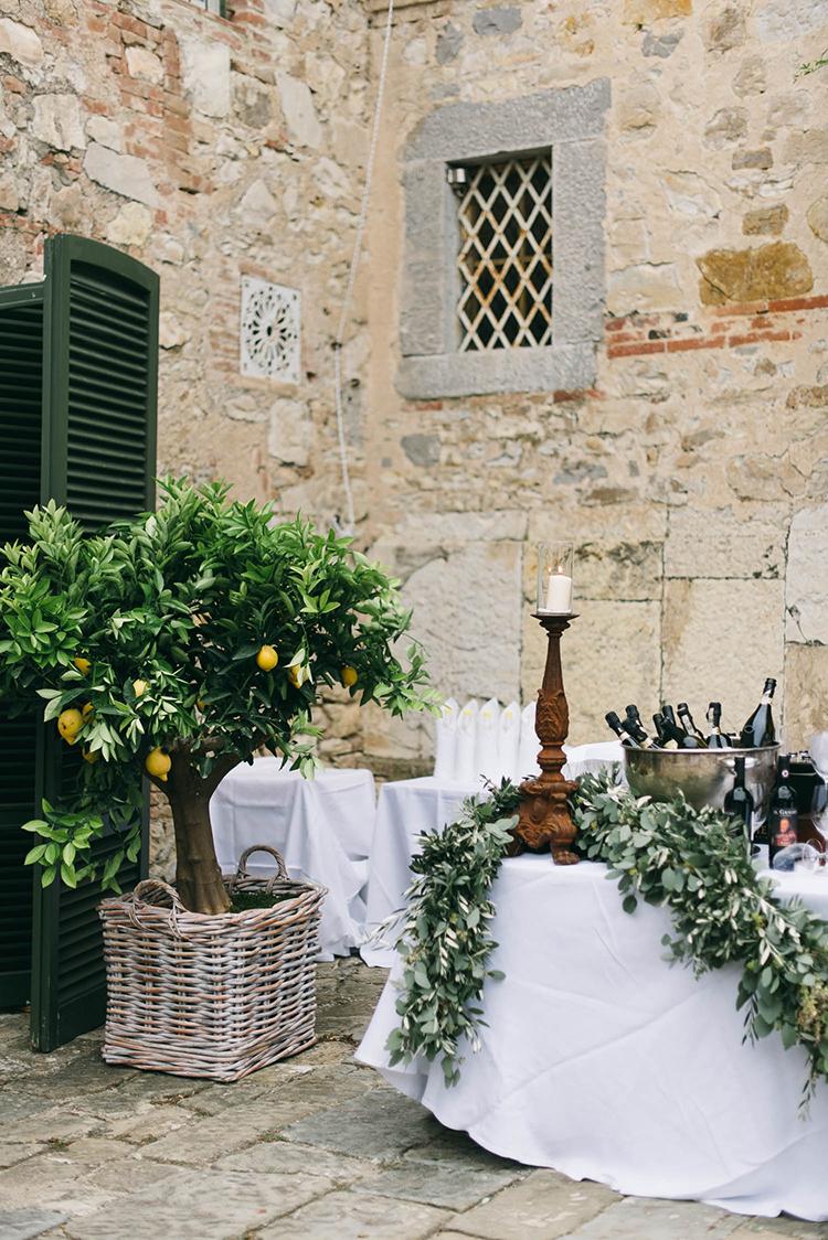 cocktail hours - photo by Lisa Poggi https://ruffledblog.com/romantic-black-tie-wedding-in-tuscany