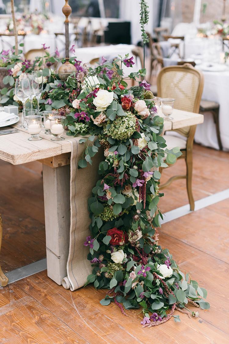 floral table runners - photo by Lisa Poggi https://ruffledblog.com/romantic-black-tie-wedding-in-tuscany