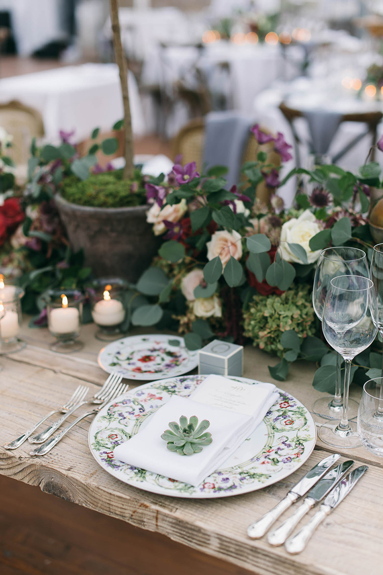 garden wedding place settings - photo by Lisa Poggi http://ruffledblog.com/romantic-black-tie-wedding-in-tuscany