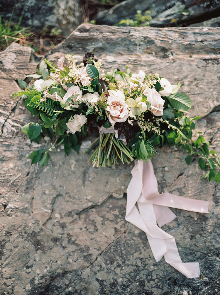 romantic light pink bouquets - photo by Photographs by Czar Goss https://ruffledblog.com/romantic-bridal-inspiration-in-great-falls-virginia