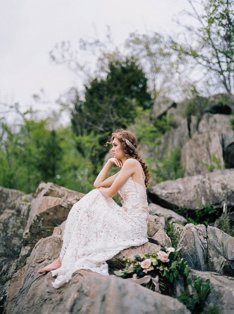 romantic bridal shoots - photo by Photographs by Czar Goss https://ruffledblog.com/romantic-bridal-inspiration-in-great-falls-virginia