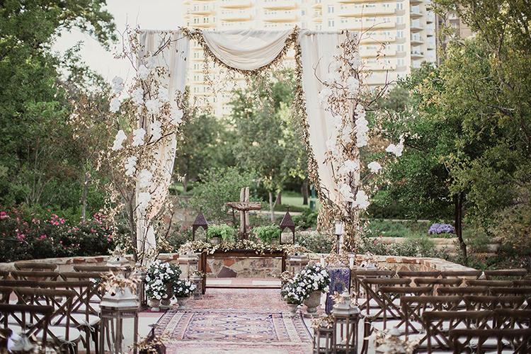 wedding ceremonies - photo by Shaun Menary Photography https://ruffledblog.com/romantic-garden-wedding-at-arlington-hall