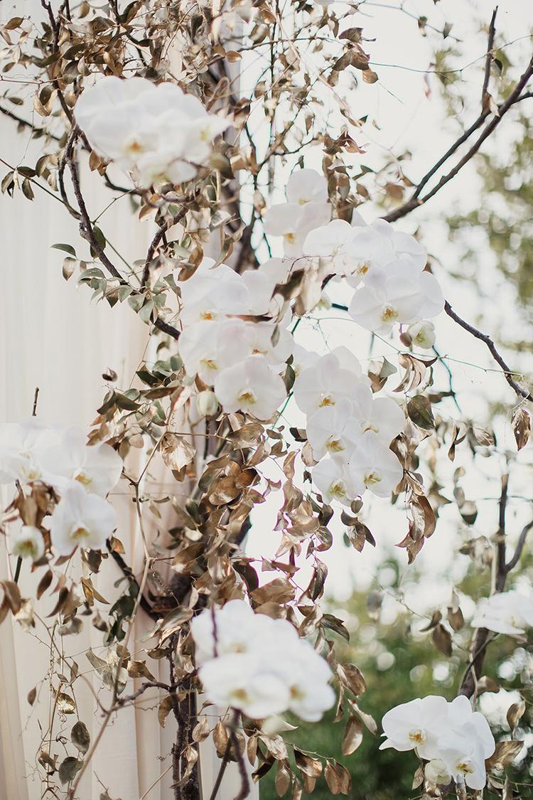 ceremony flowers - photo by Shaun Menary Photography https://ruffledblog.com/romantic-garden-wedding-at-arlington-hall