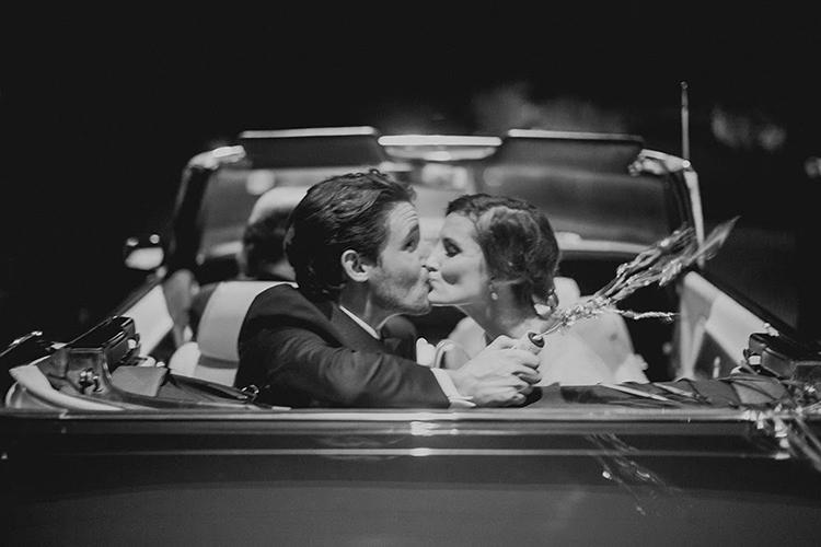 wedding photography - photo by Shaun Menary Photography https://ruffledblog.com/romantic-garden-wedding-at-arlington-hall