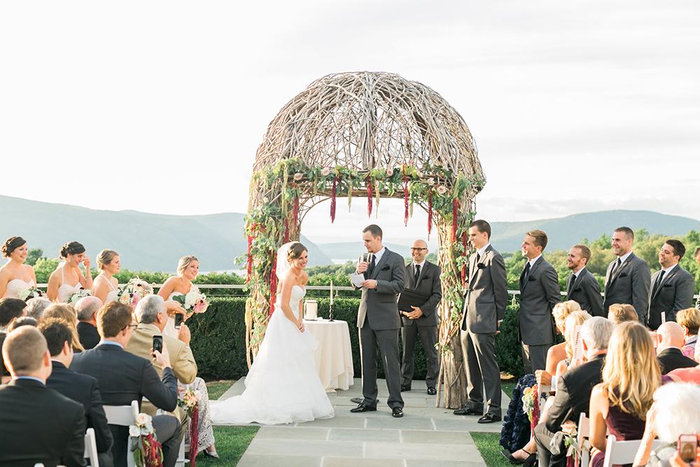 Hudson Valley weddings - photo by Alexis June Weddings https://ruffledblog.com/romantic-hudson-valley-wedding