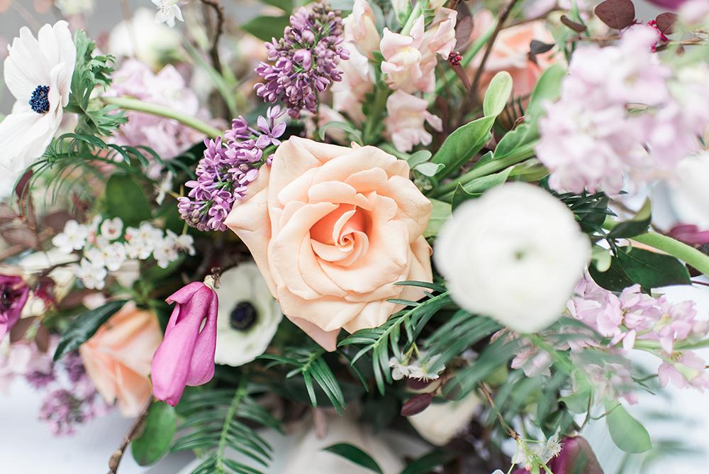 peach wedding flowers - photo by Holly Von Lanken Photography https://ruffledblog.com/romantic-modern-minimalist-wedding-inspiration