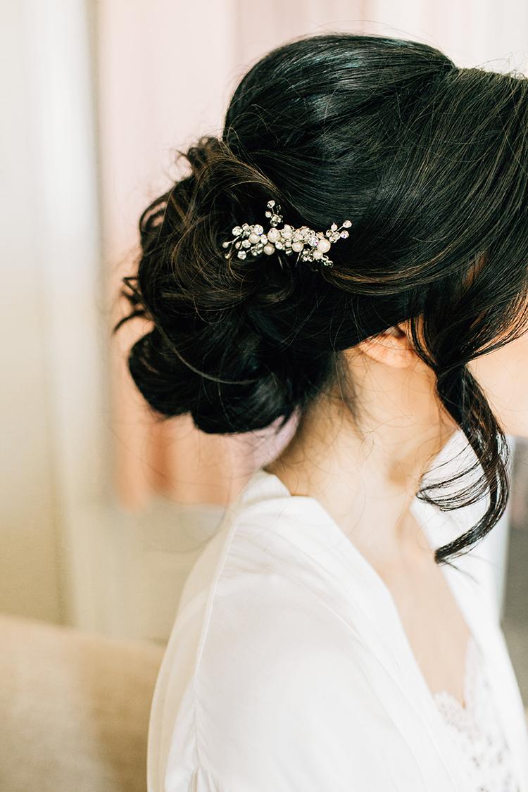 romantic bridal accessory ideas - https://ruffledblog.com/romantic-pacific-northwest-wedding-with-mauve-and-champagne