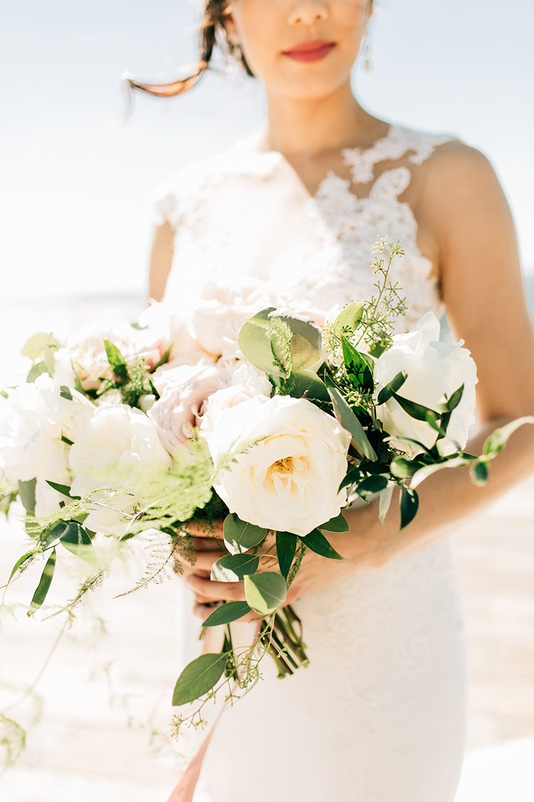 romantic garden rose bouquets - https://ruffledblog.com/romantic-pacific-northwest-wedding-with-mauve-and-champagne