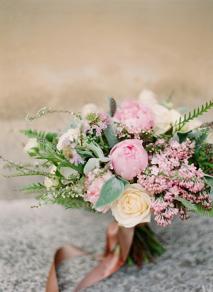 pink wedding bouquets - photo by Jenny Soi Photography https://ruffledblog.com/romantic-rooftop-elopement-inspiration-in-florence