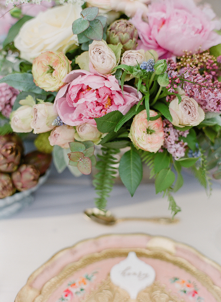 pink and green centerpieces - photo by Jenny Soi Photography https://ruffledblog.com/romantic-rooftop-elopement-inspiration-in-florence