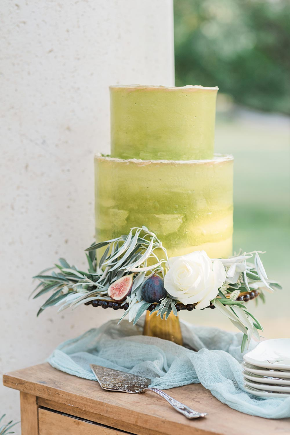 lime green wedding cake with deckled edges