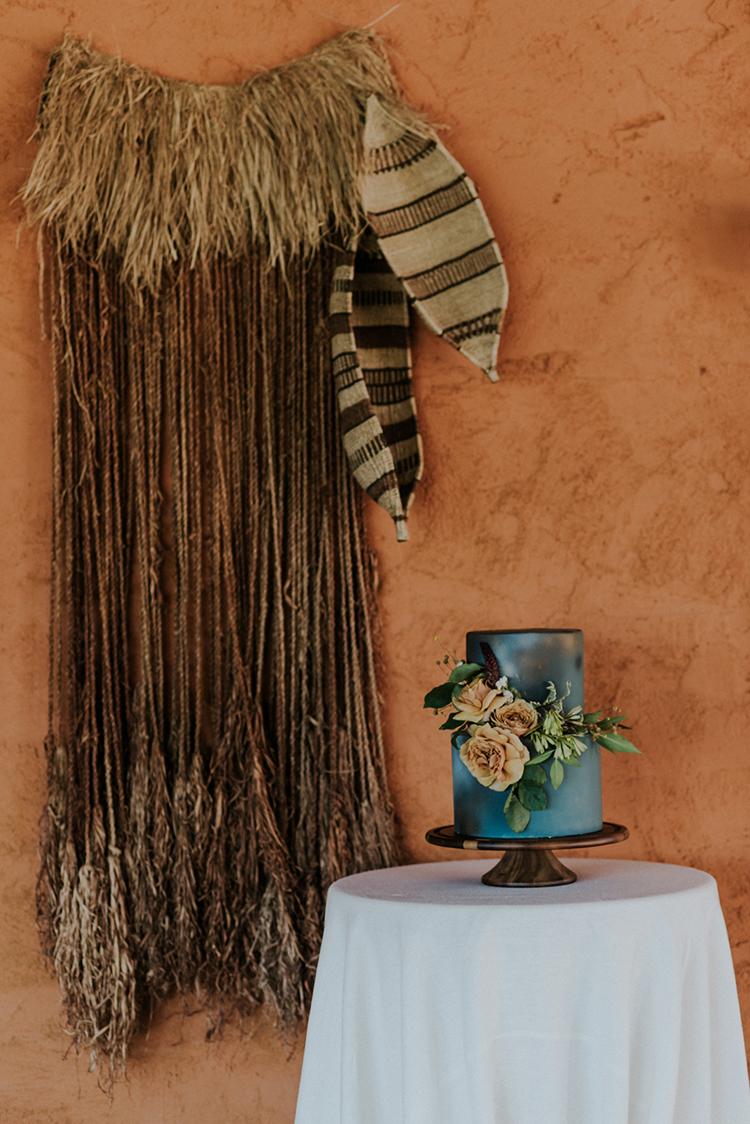 wedding cakes - photo by Shelly Anderson Photography https://ruffledblog.com/san-diego-safari-park-glamping-wedding-editorial