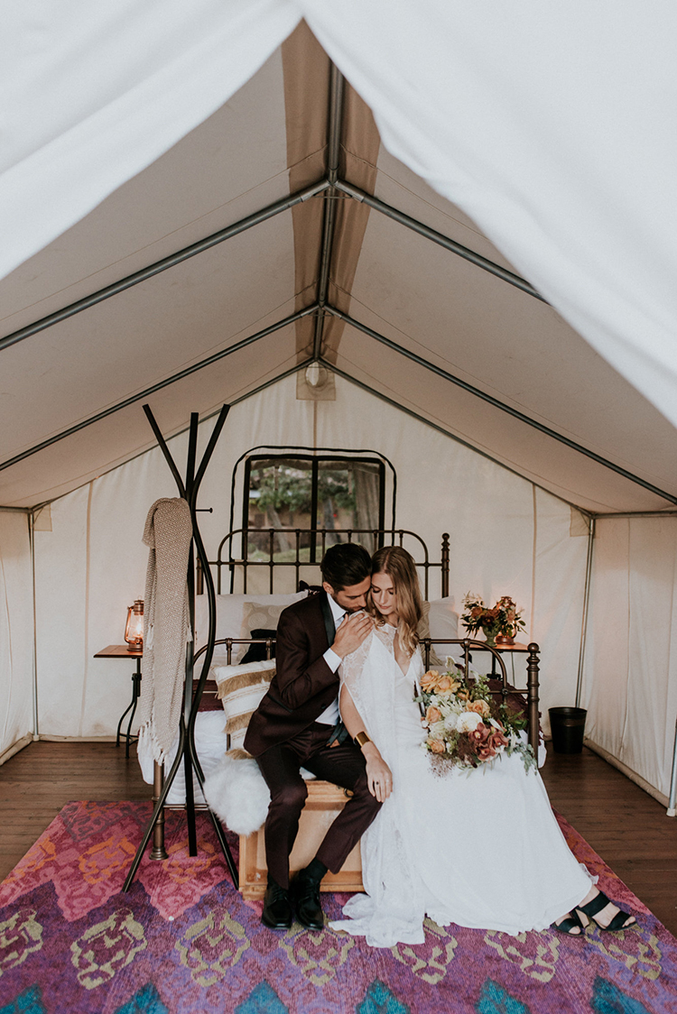 glamping weddings - photo by Shelly Anderson Photography http://ruffledblog.com/san-diego-safari-park-glamping-wedding-editorial