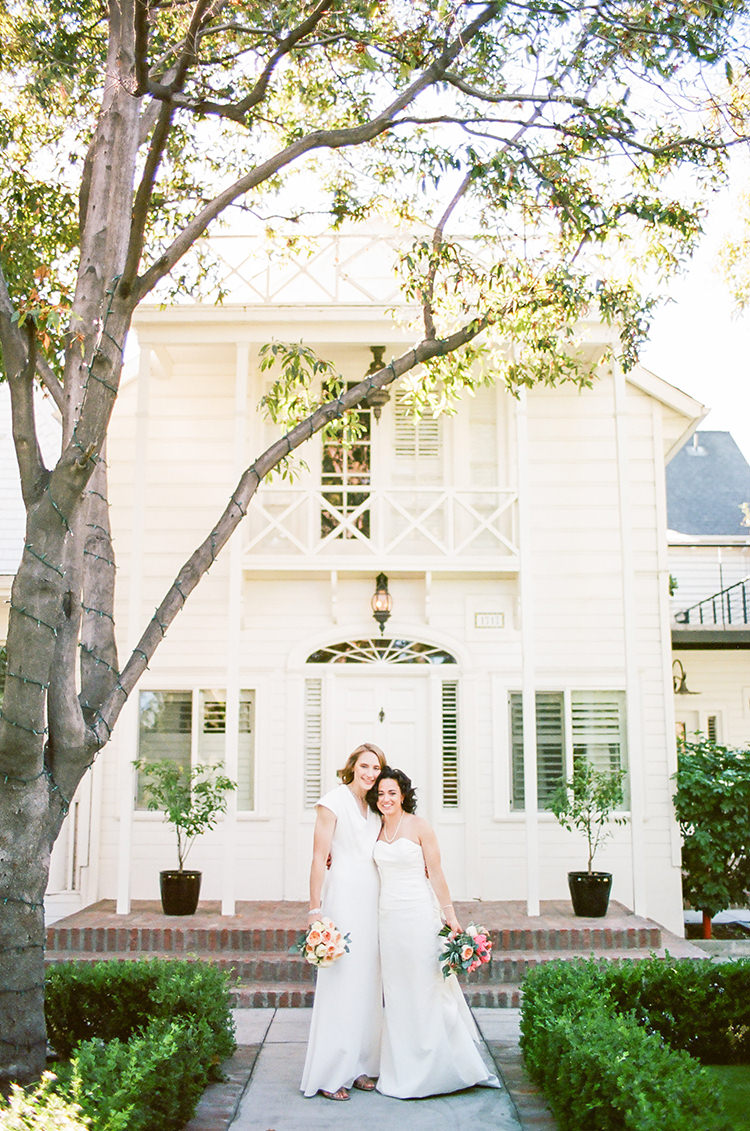 wedding photography - photo by Birds of a Feather https://ruffledblog.com/soft-and-romantic-wedding-at-lombardi-house
