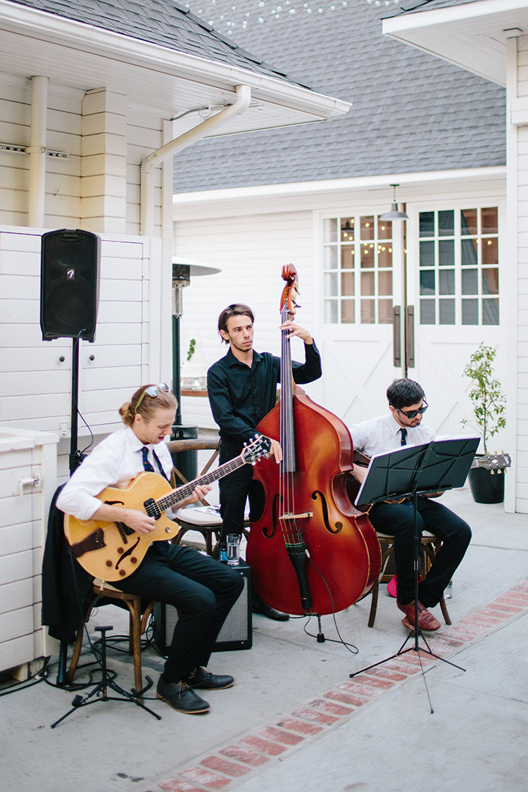 wedding music - photo by Birds of a Feather http://ruffledblog.com/soft-and-romantic-wedding-at-lombardi-house