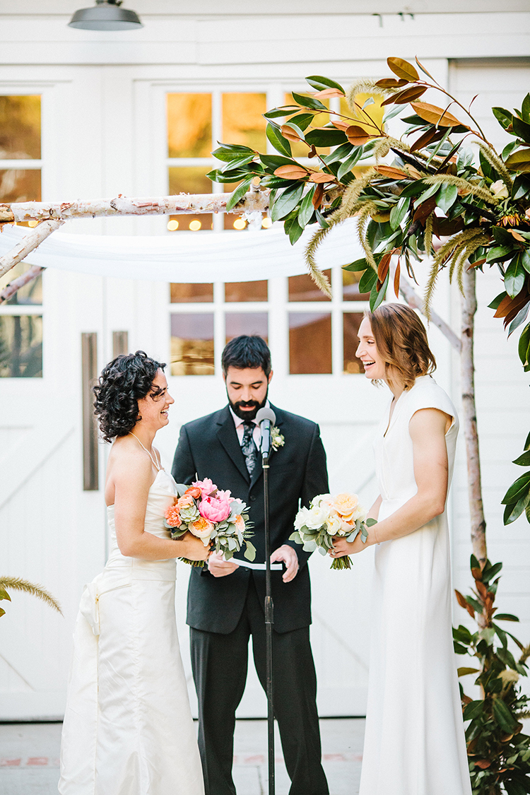 wedding ceremonies - photo by Birds of a Feather http://ruffledblog.com/soft-and-romantic-wedding-at-lombardi-house