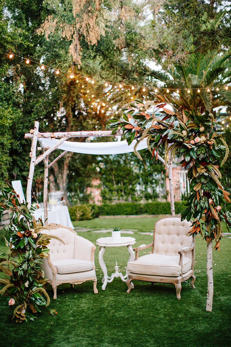 wedding lounge areas - photo by Birds of a Feather https://ruffledblog.com/soft-and-romantic-wedding-at-lombardi-house
