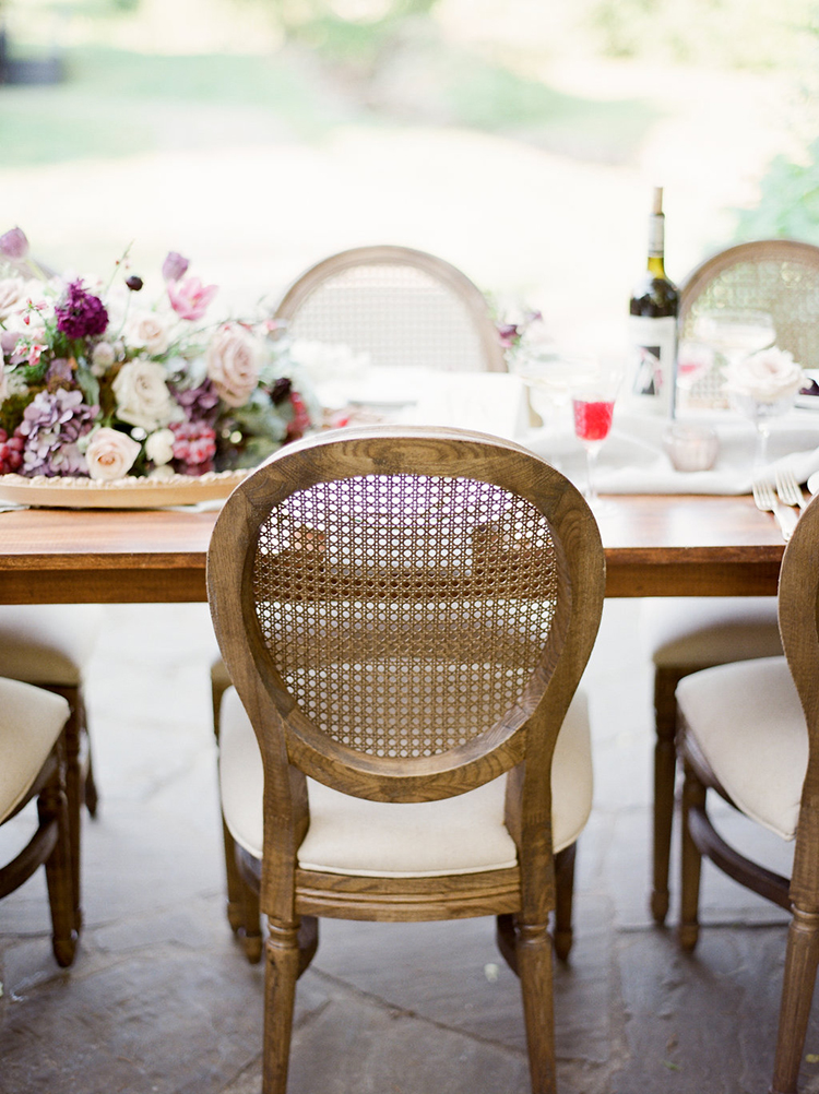 wedding table seating - photo by Julie Paisley https://ruffledblog.com/southern-summer-wedding-inspiration-with-berry-hues