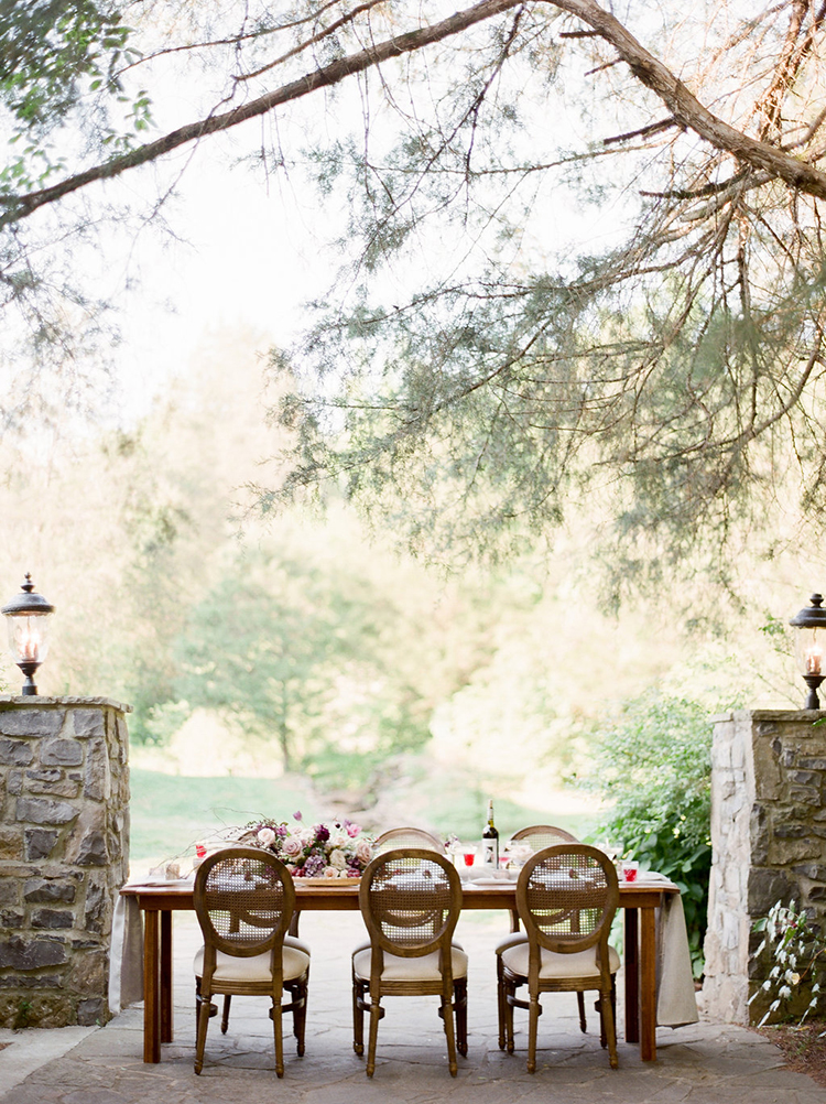 wedding receptions - photo by Julie Paisley https://ruffledblog.com/southern-summer-wedding-inspiration-with-berry-hues