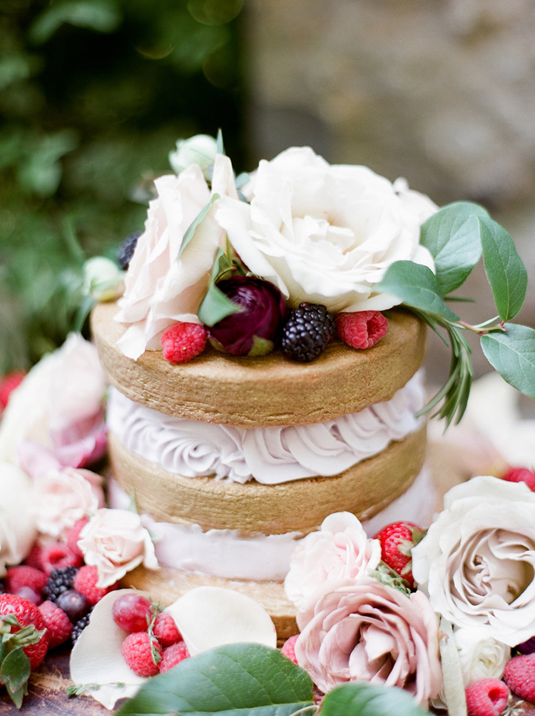 berry topped wedding cakes - photo by Julie Paisley https://ruffledblog.com/southern-summer-wedding-inspiration-with-berry-hues