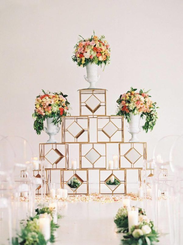 elegant geometric wedding ceremony display - photo by Stephanie Brazzle http://ruffledblog.com/40-eye-catching-geometric-wedding-ideas