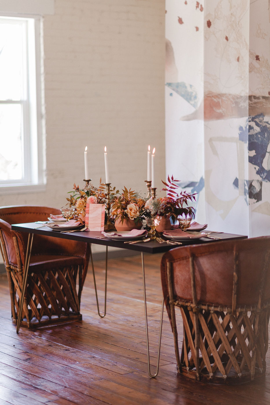 abstract mural backdrop wedding table with clay centerpieces