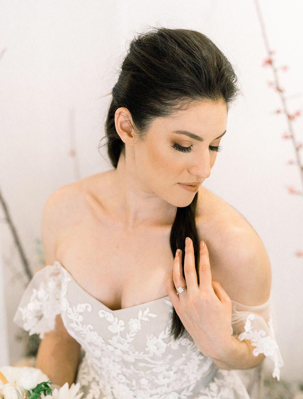 smoky bridal makeup with glitter eye shadow