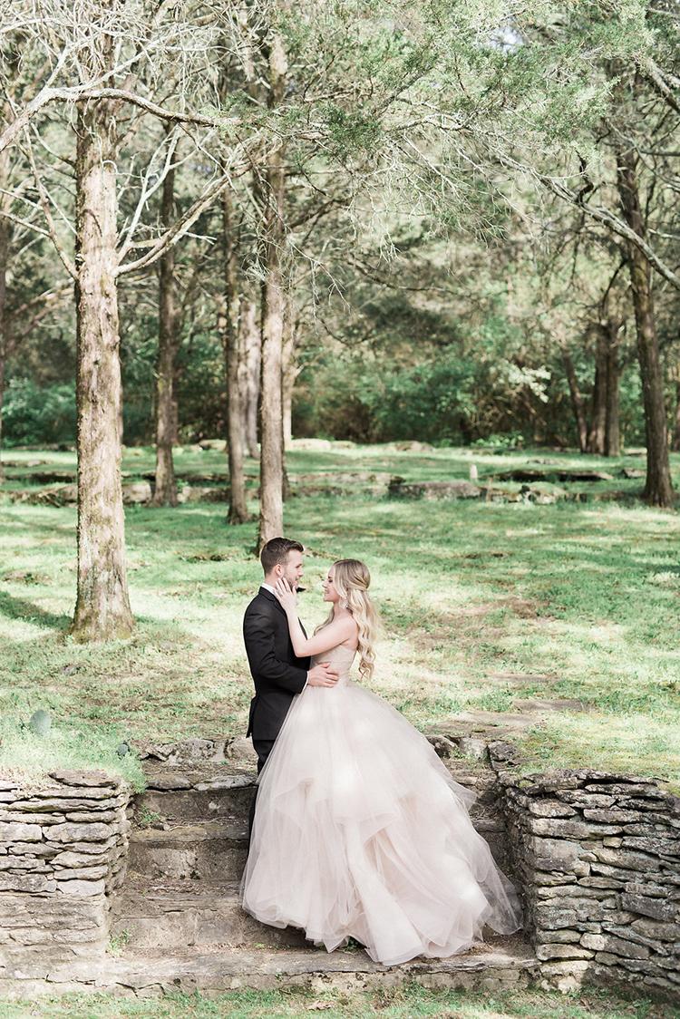 estate weddings - photo by Christy Wilson Photography https://ruffledblog.com/summer-castle-soiree-wedding-inspiration