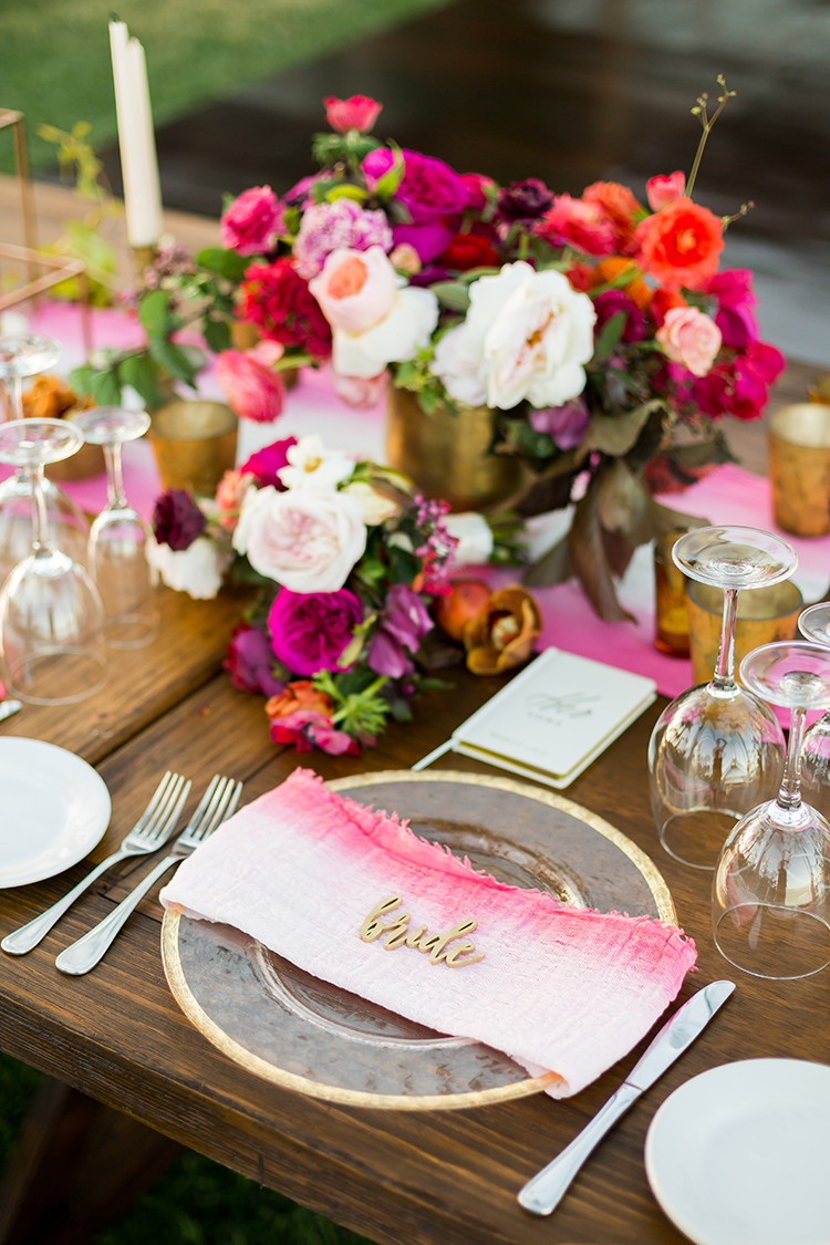 modern pink place settings - photo by Ana and Jerome https://ruffledblog.com/summer-destination-wedding-in-mexico-with-bright-pinks