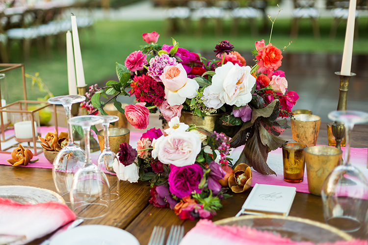 wedding tablescapes with pink - photo by Ana and Jerome http://ruffledblog.com/summer-destination-wedding-in-mexico-with-bright-pinks