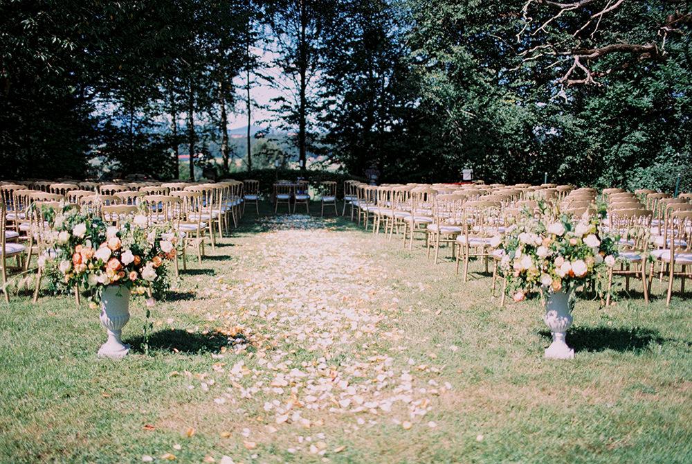 wedding ceremonies - photo by Warm Photo http://ruffledblog.com/summer-love-wedding-in-austria