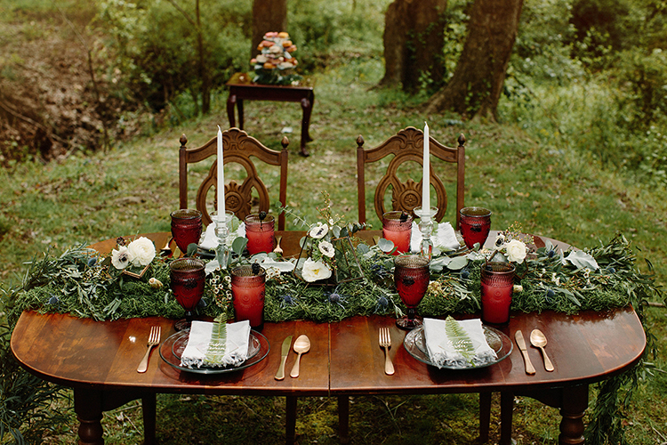 fall wedding tables - photo by Elizabeth M Photography http://ruffledblog.com/summer-meets-fall-wedding-inspiration-in-the-woods