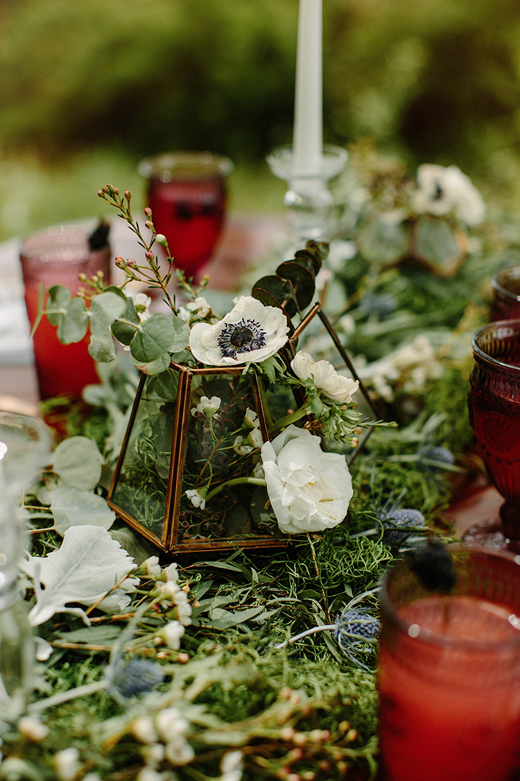 geometric wedding accents - photo by Elizabeth M Photography http://ruffledblog.com/summer-meets-fall-wedding-inspiration-in-the-woods