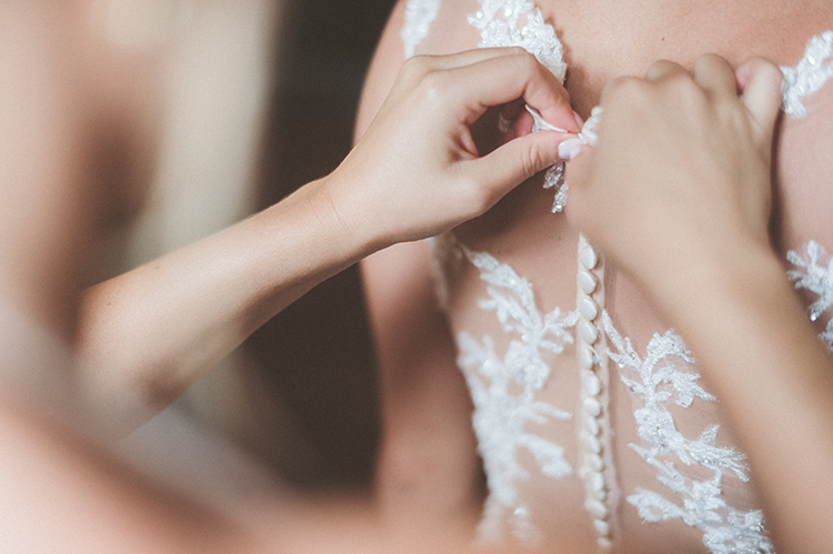 bride getting ready - photo by Paper Antler https://ruffledblog.com/summer-sunset-wedding-in-wisconsin