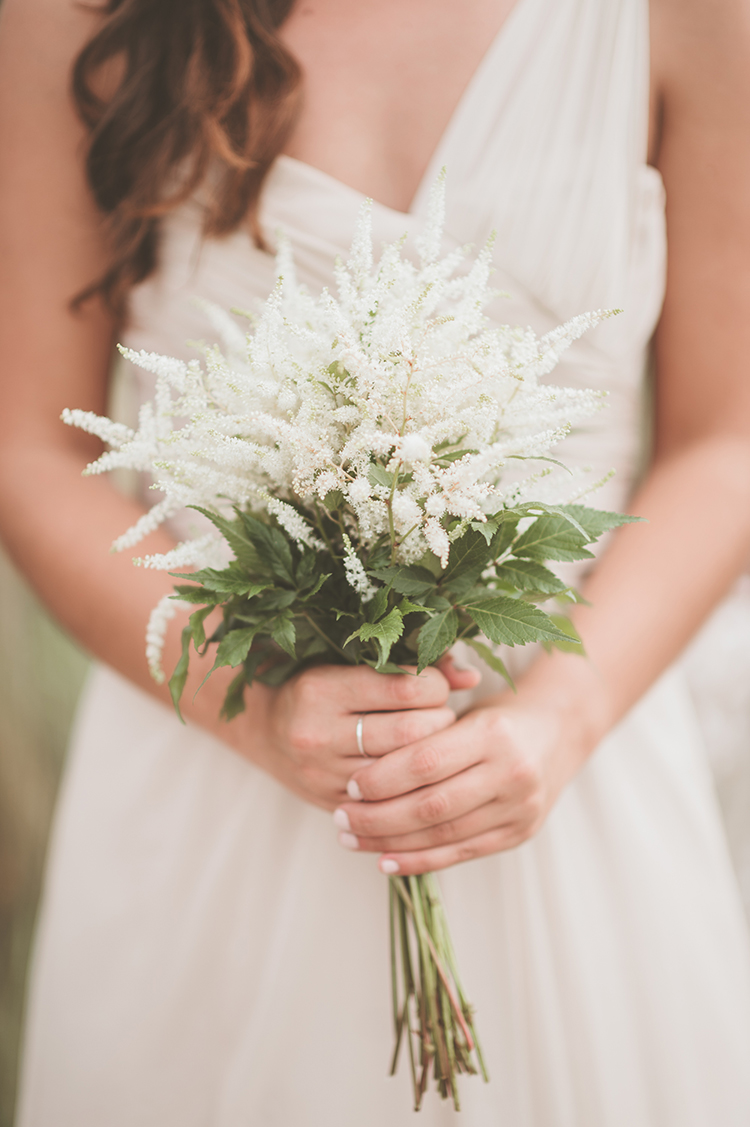 simple wedding bouquets - photo by Paper Antler http://ruffledblog.com/summer-sunset-wedding-in-wisconsin