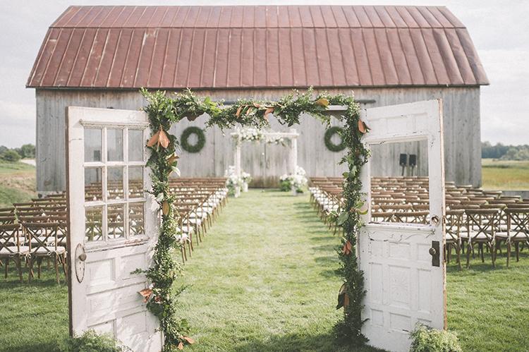 wedding ceremonies - photo by Paper Antler http://ruffledblog.com/summer-sunset-wedding-in-wisconsin
