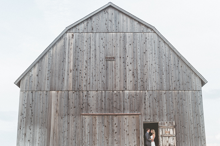 wedding photography - photo by Paper Antler https://ruffledblog.com/summer-sunset-wedding-in-wisconsin